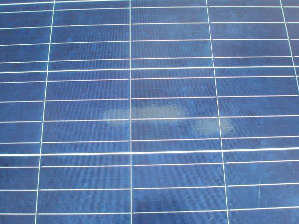 Las manchas tras el cristalino, sobre las células de las placas solares ¿Pueden influir en el funcionamiento correcto?