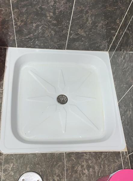 ¿Qué soluciones pueden darme para este plato de ducha?