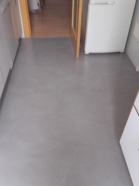 ¿Cuánto costaría poner microcemento en suelo cocina?