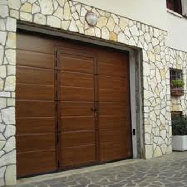 Presupuesto puerta basculante garaje online habitissimo for Imagenes de garajes rusticos
