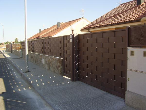 Presupuesto valla galvanizada online habitissimo for Casas de chapa para jardin