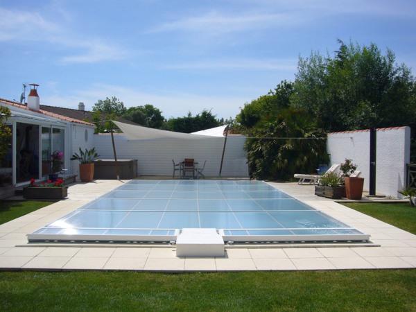 ¿Dónde puedo comprar un cubre piscina de este estilo?