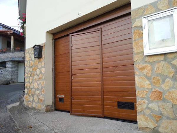 Cu nto costar a una puerta de garaje como esta habitissimo - Cocheras de madera prefabricadas ...