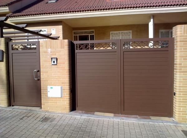 Cuanto cuesta una puerta de garaje gallery of puertas de - Cuanto vale lacar una puerta ...