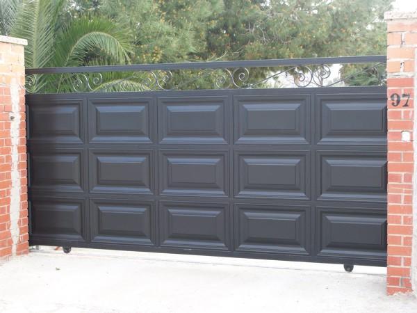 ¿Puede hacerse una puerta peatonal con el mismo diseño de ese portón?