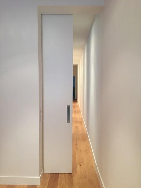 ¿Dónde encontrar fabricantes para una puerta corredera de suelo a techo?
