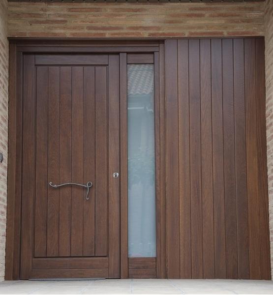 ¿Cuánto cuesta una puerta de entrada similar a esta?