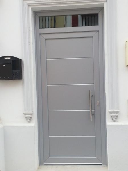 ¿Qué precio tendría esta puerta de entrada?