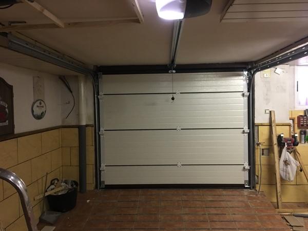 ¿Cuál es el precio estimado para una puerta motorizada de este tipo?