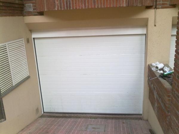 Presupuesto puerta garaje seccional online habitissimo for Puerta garaje metalica