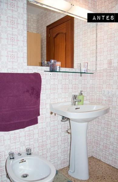 ¿Qué clase de silicona se puede usar para sellar la junta con la bañera?