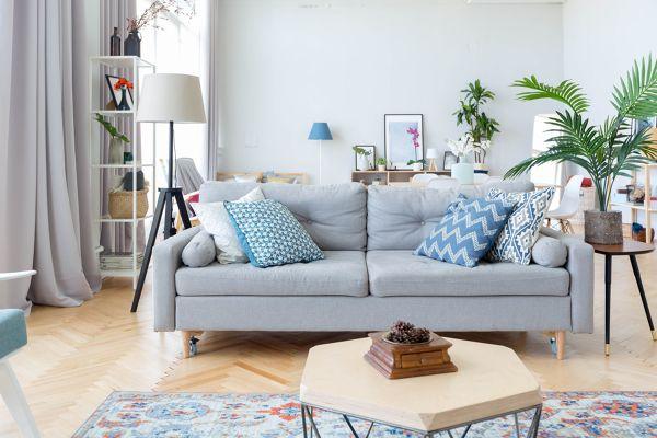 ¿Qué debo usar para limpiar un sofá de piel?