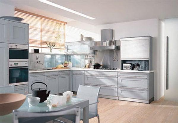 Qué material y qué color son los muebles de la cocina? y la encimera ...