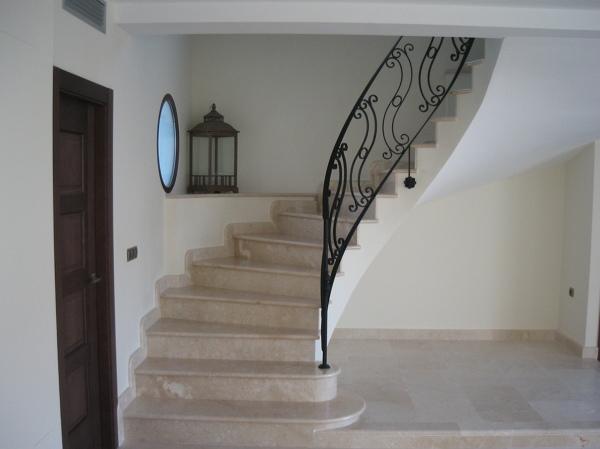 Qu medidas m nimas tiene la escalera habitissimo for Escaleras de duplex
