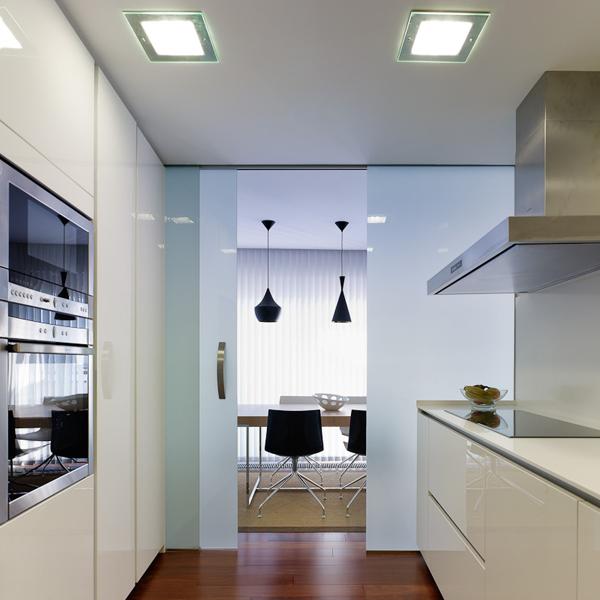 C mo se llama el tipo de sujeci n del cristal al techo - Separar cocina de salon ...
