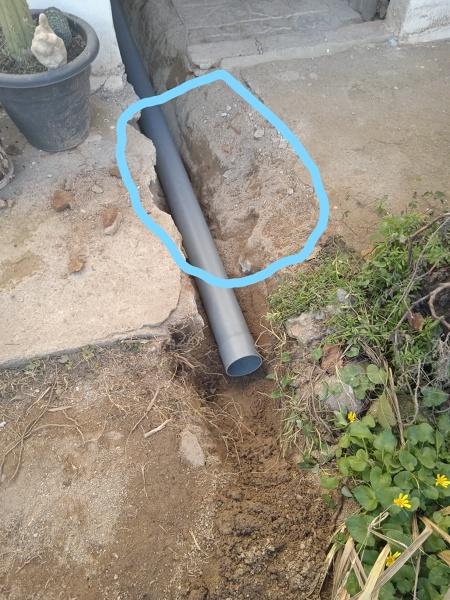 ¿Cómo tapar agujero desagüe del patio?