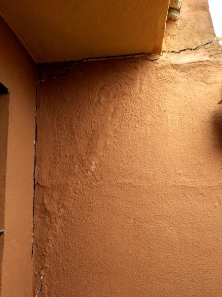 ¿Cómo arreglar fisuras en la pared?