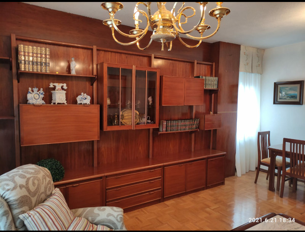 ¿Cuánto costaría desmontar el mueble de pared de madera?