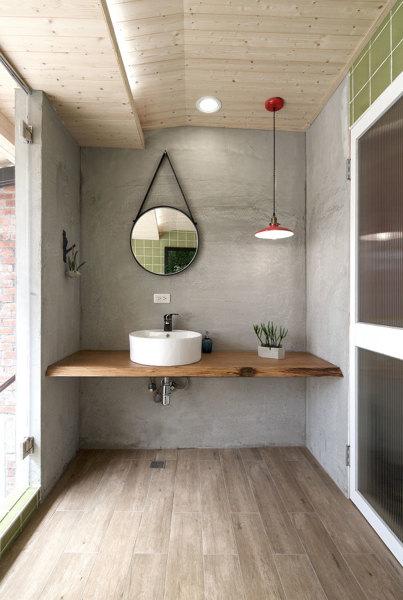 Se puede aplicar microcemento para evitar humedades en las paredes o