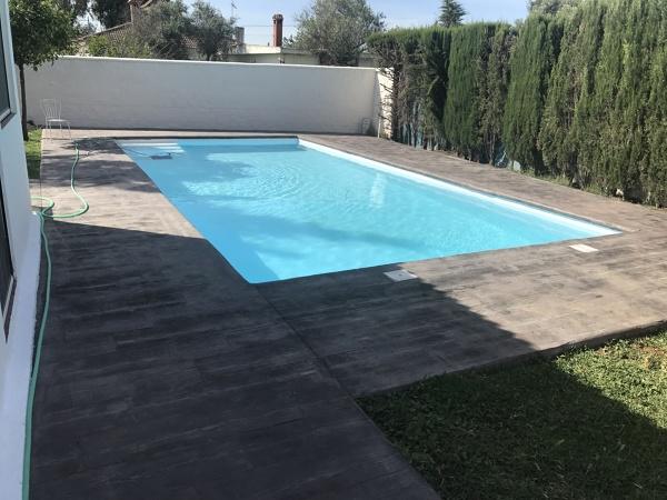 Presupuesto piscinas hormig n en barcelona online for Hormigon impreso sobre hormigon