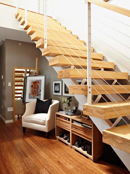 ¿Que podría hacer para que toda la suciedad de la escalera no se caya a la parte de abajo?