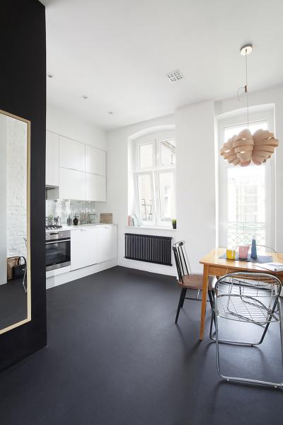 ¿Cuándo se instala suelo de resina es obligatorio vaciar por completo la cocina?