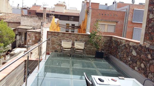 ¿Qué precio tendría un suelo de cristal para terraza?