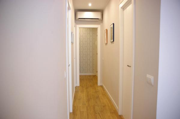 ¿Cuál es el tono de gris utilizado para las paredes?