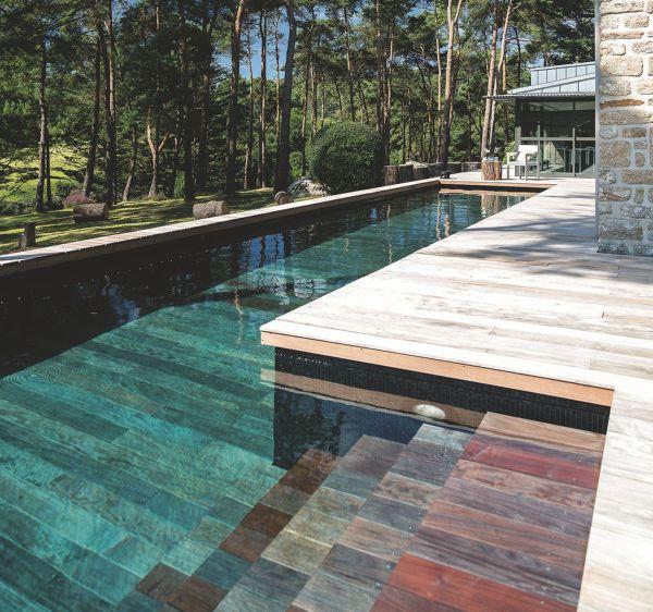 ¿De que material es el revestimiento de la piscina ?