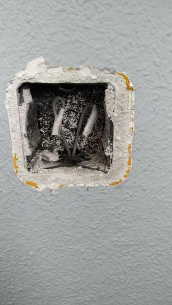 ¿Cómo puedo anular uno de los tres interruptores del dormitorio? (conmutado)