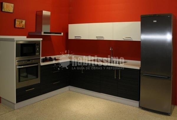 Presupuesto muebles cocina aluminio online habitissimo for Cuanto cuesta poner una cocina completa
