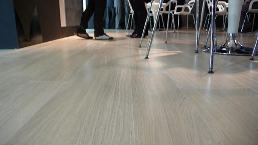 Instalaci n suelo porcelanico imitaci n madera barber - Porcelanico rectificado madera ...