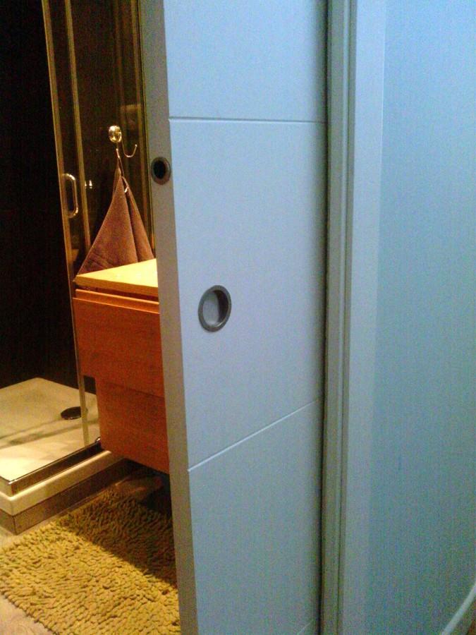 Instalaci n de cerradura en puerta corredera empotrada - Instalacion puerta corredera ...