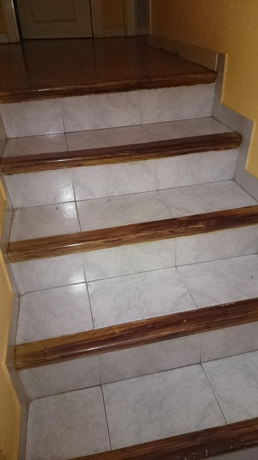 Forrar pelda os de madera getafe madrid habitissimo for Ideas para forrar escaleras