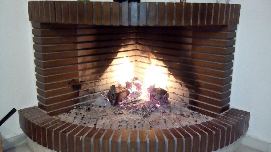 Instalar puerta en chimenea dos hermanas sevilla - Como hacer chimeneas de obra ...