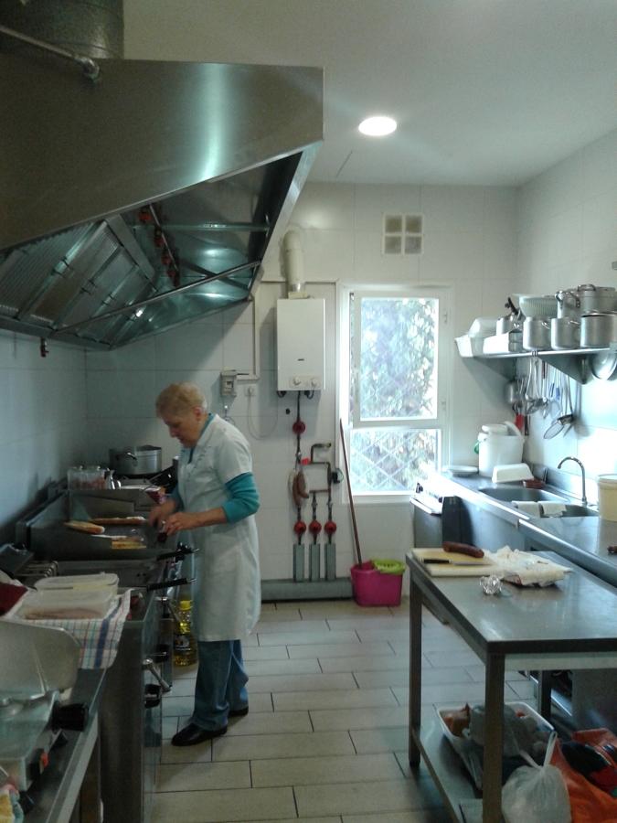 Limpieza de cocina racholas poligono santiga barber for Racholas cocina