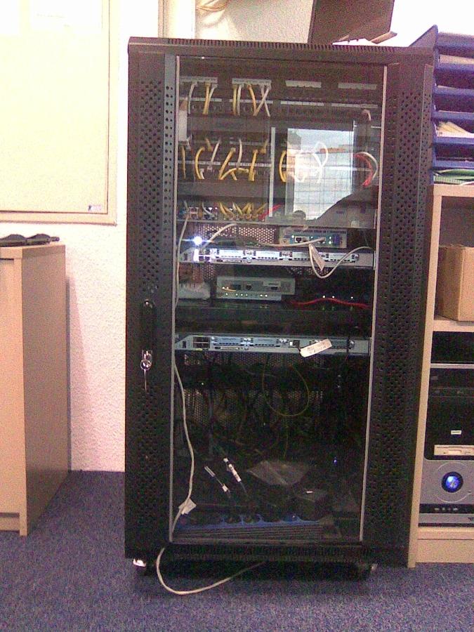 Mueble para insonorizar modems servidores red en oficina for Insonorizar pared precio