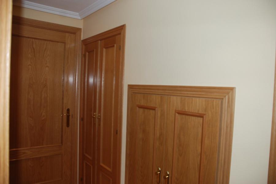 Pintar y lacar puertas y rodapi s en color blanco - Pintar puertas de blanco en casa ...
