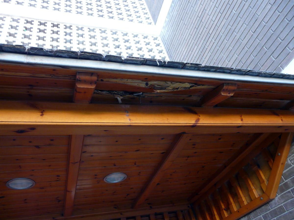 Reparar tejado entrada en madera y pizarra castelldefels - Tejado madera ...