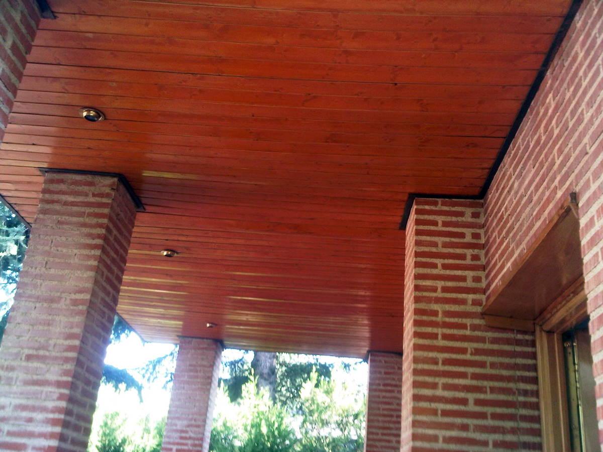 cambiar la contracubierta de madera de tejado y porches
