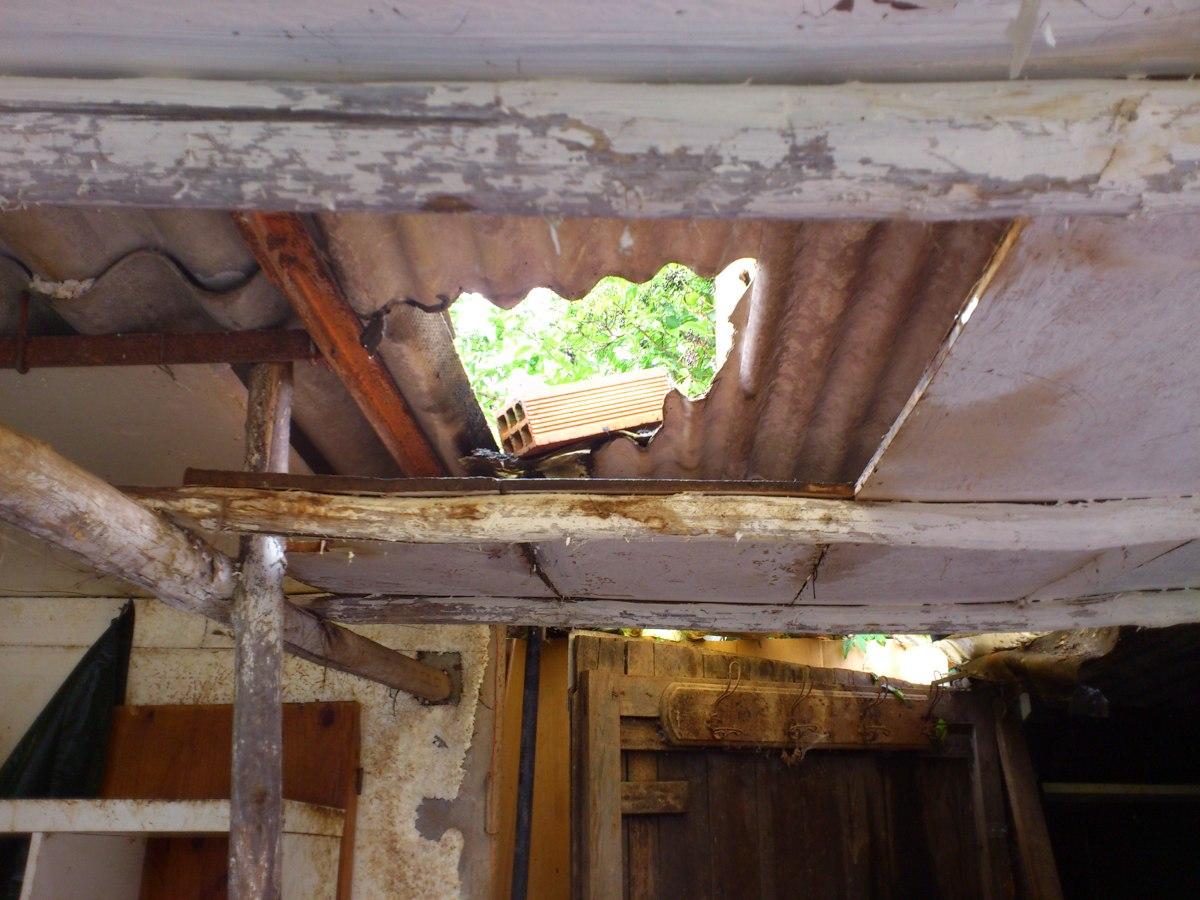 Arreglar tejado cuadra uralita puerta valla y banco - Tejados de uralita ...