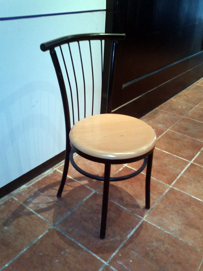 Tapizar sillas de un restaurante cornell de llobregat for Tapizar sillas precio