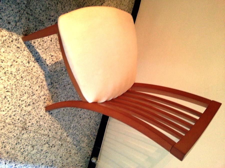 Tapizar cuatro sillas de comedor en tela color blanco for Telas tapizar sillas comedor
