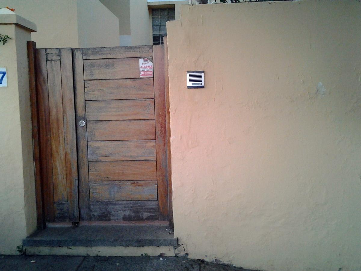 Cambio de puertas de madera por aluminio las palmas de for Precio puerta madera exterior