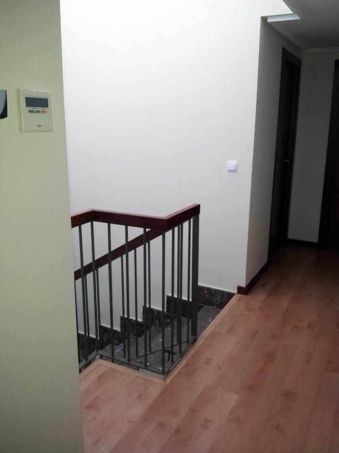 Instalar puertas correderas para cerrar escalera la - Puertas para escaleras ...