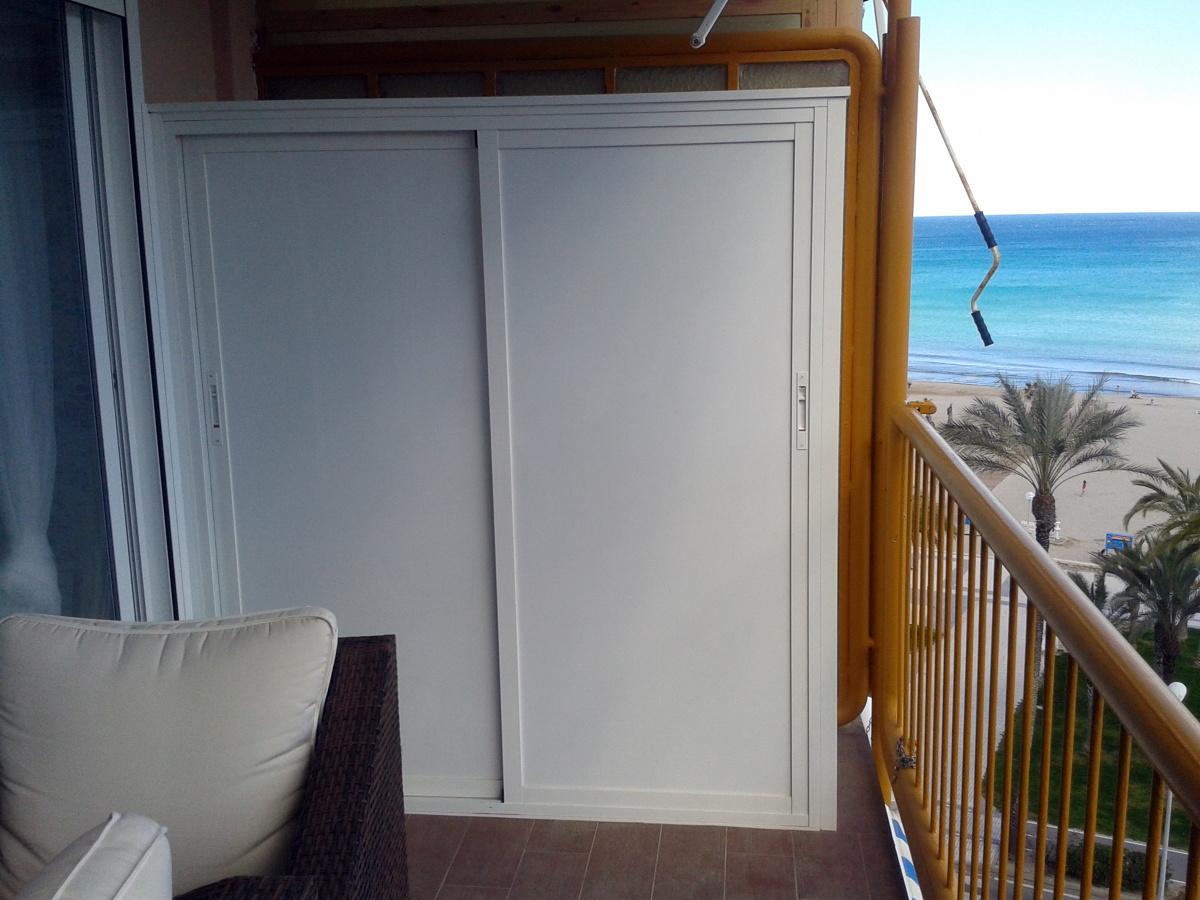 Armario de aluminio para terraza alicante alicante for Puertas para terrazas