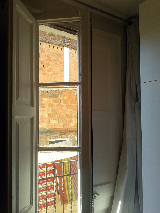Reparar puerta balconera de madera barcelona barcelona for Puertas madera barcelona
