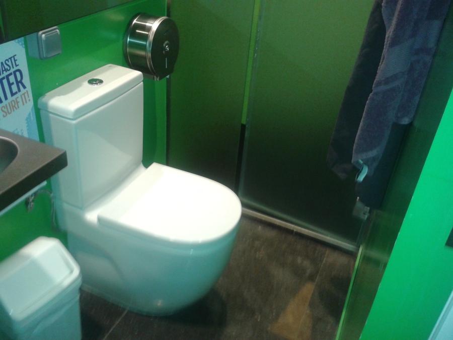 Puertas De Baño Plegables: de 1m en unos baños de hotel donde debemos separar la taza del wc de