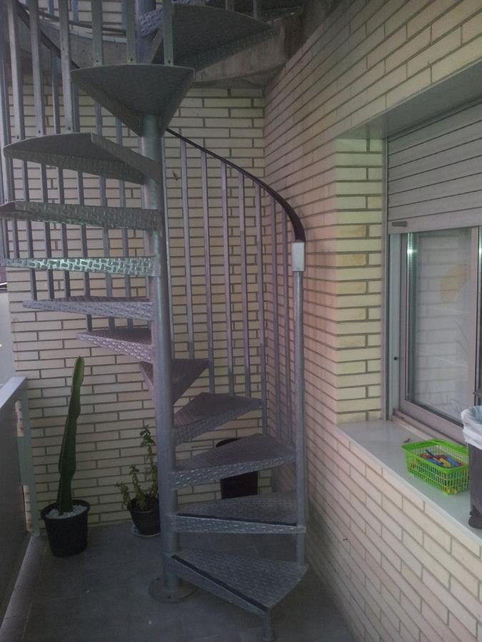 Cerramiento con puerta escalera caracol exterior - Escaleras de caracol barcelona ...