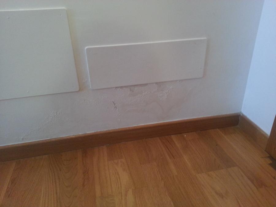 Arreglo ara azos parquet y pared adem s hay una mancha de - Laminas de parquet ...
